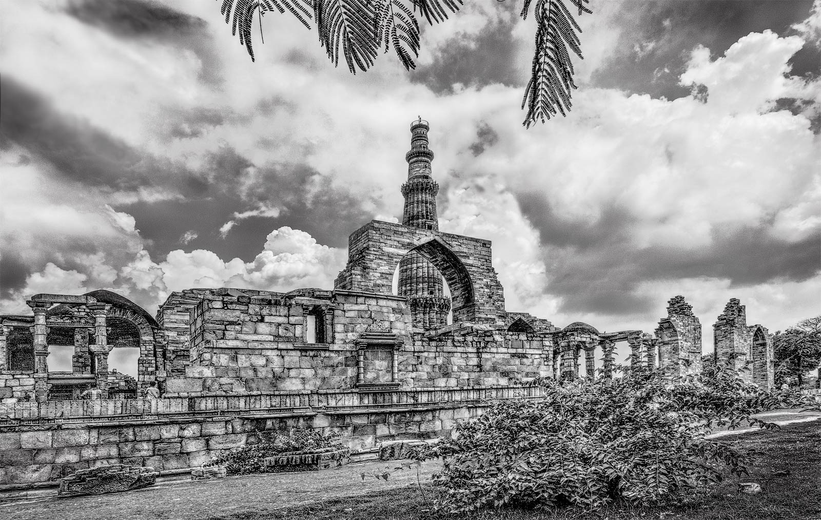 Qutub minar gurgaon black and white